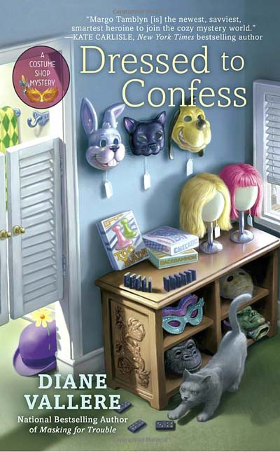 Dressed to Confess (A Costume Shop Mystery)